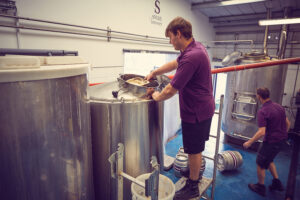 Brewery jobs: Fermentation vessel and yeast skimming